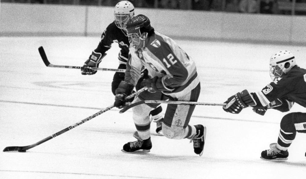 Adam-Oates-7 Adam Oates Adam Oates Anaheim Ducks Boston Bruins Detroit Red Wings Edmonton Oilers NHL Philadelphia Flyers Washington Capitals