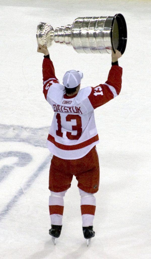 Pavel_Datsyuk_with_Stanley_Cup-600x1024 Pavel Datsyuk Detroit Red Wings Pavel Datsyuk