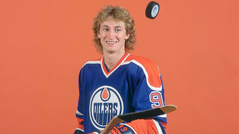 Wayne-Gretzky-Oilers-Puck Wayne Gretzky Edmonton Oilers Los Angeles Kings New York Rangers Team Canada Wayne Gretzky