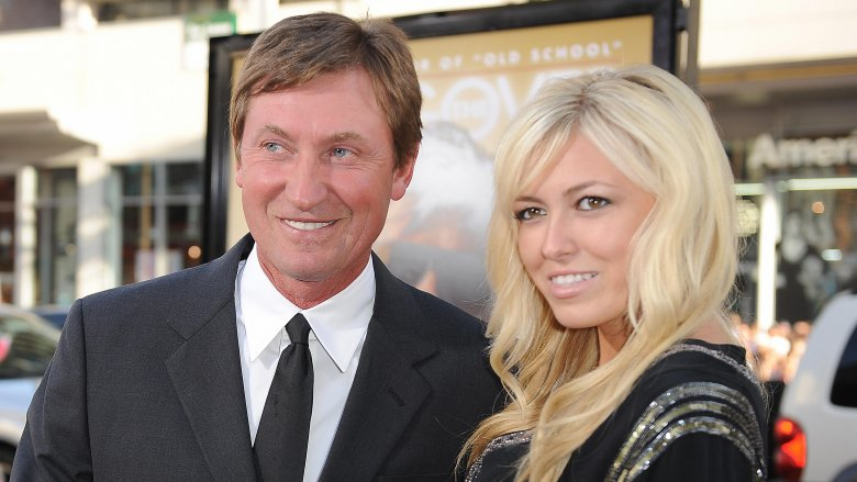 Wayne-Gretzky-Paulina Wayne Gretzky Edmonton Oilers Los Angeles Kings New York Rangers Team Canada Wayne Gretzky
