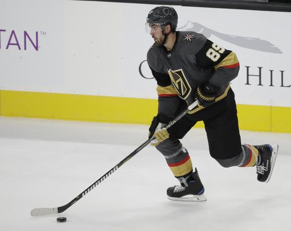 Alex-Tuch-Vegas-Golden-Knighs-5 Alex Tuch Alex Tuch Vegas Golden Knights