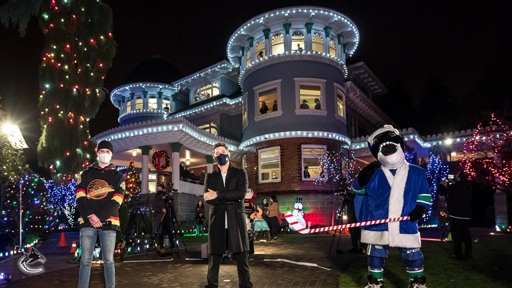 Michael-Buble-and-Elias-Pettersson-singing-Christmas-Songs-1024x576 Michael Buble and Elias Pettersson singing Christmas Songs! Elias Pettersson Michael Buble Vancouver Canucks