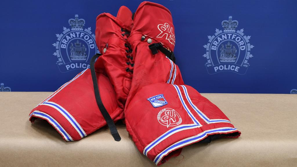 Wayne-Gretzky-Memorabilia-3 Police arrest morons who stole $500k worth of memorabilia from Wayne Gretzky's father Wayne Gretzky